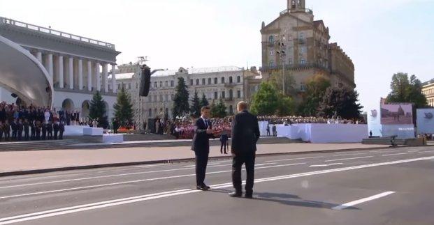 Ігор Терехов вітає вчителя Іллю Гельфгата з присвоєнням звання Героя України