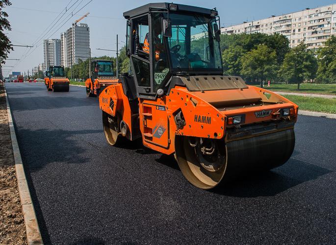 На Полтавському Шляху ремонтують дорогу