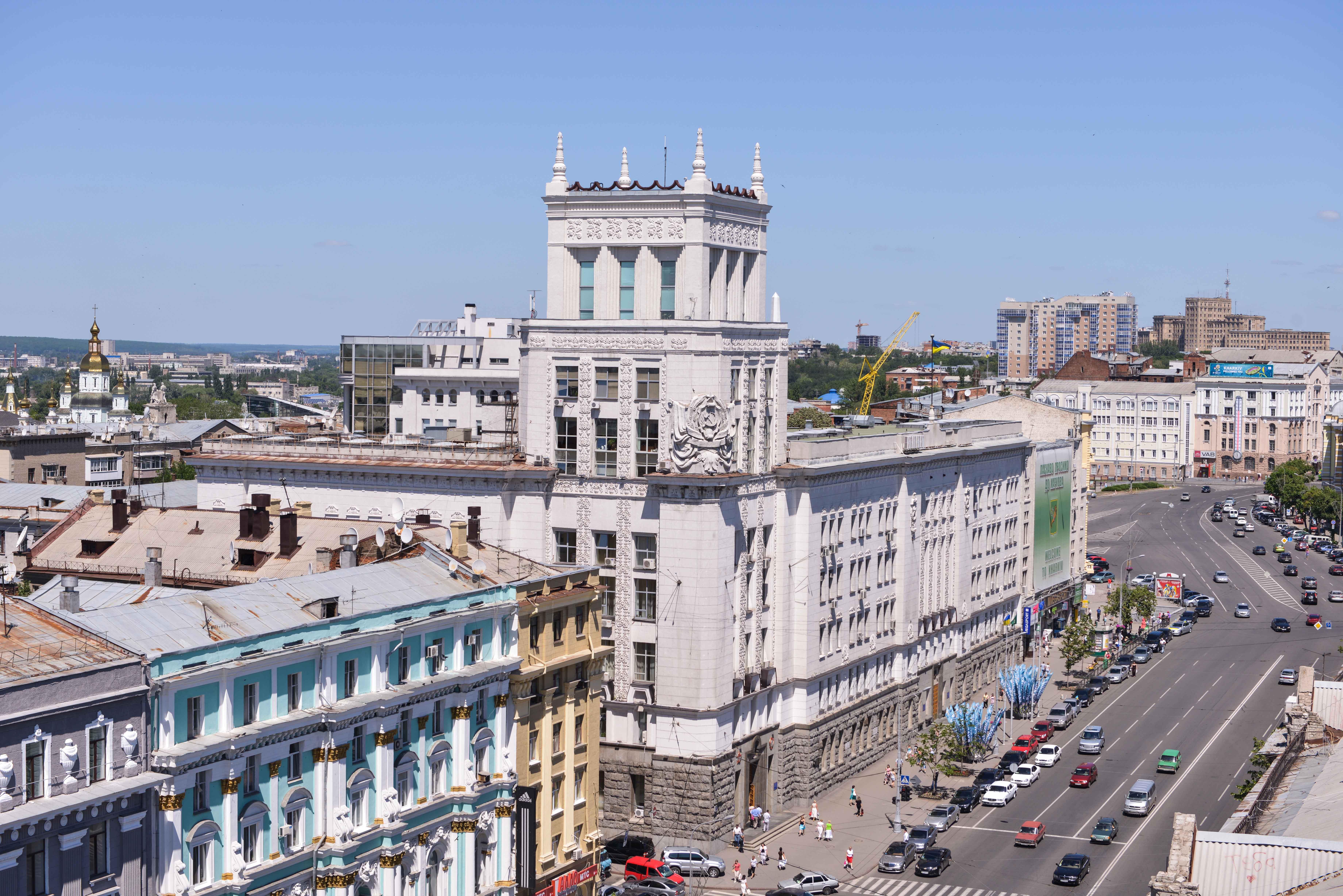 Харків у «червоній» зоні: транспорт працює, школи йдуть на канікули