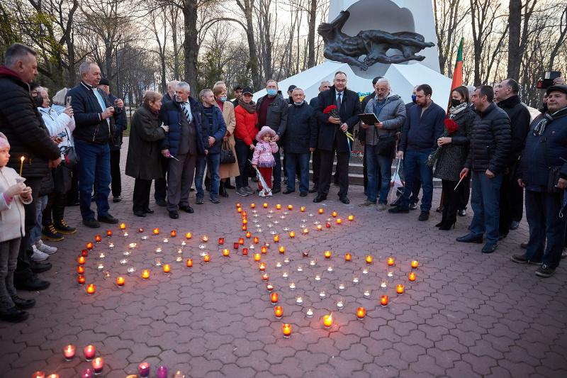 Харків'яни запалили свічки в пам'ять про ліквідаторів Чорнобильської катастрофи