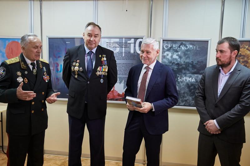 Ігор Терехов зустрівся з харківськими чорнобильцями та вручив їм нагороди