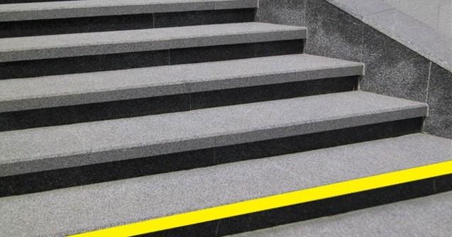 У Харкові відремонтують два переходи і оновлять на входах до метро жовті стрічки