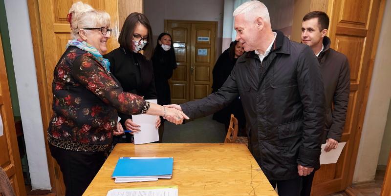 Ігор Терехов подав документи до міської виборчої комісії