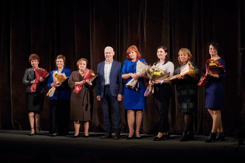 Ігор Терехов привітав учителів Московського району з прийдешнім святом
