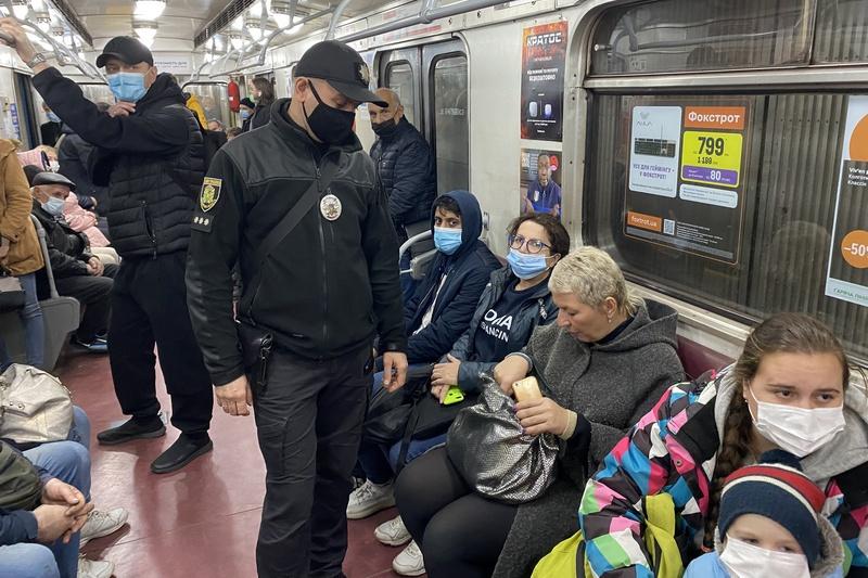 У харківському метро проходять рейди з виявлення порушників маскового режиму